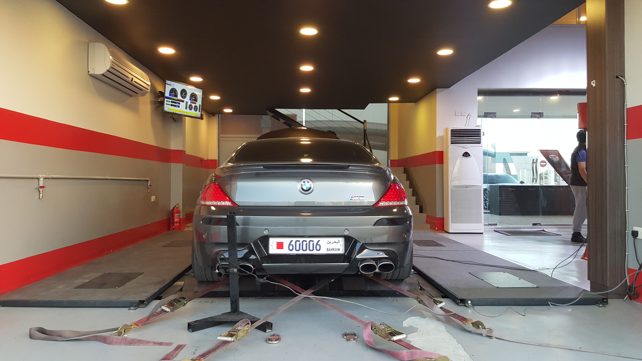 bmw m6 v10 roars on the dyno in bahrain. Black Bedroom Furniture Sets. Home Design Ideas
