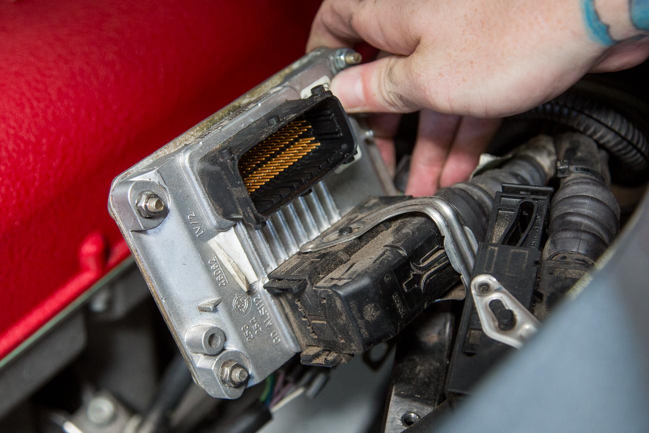 ECU Removal Ferrari 360-16