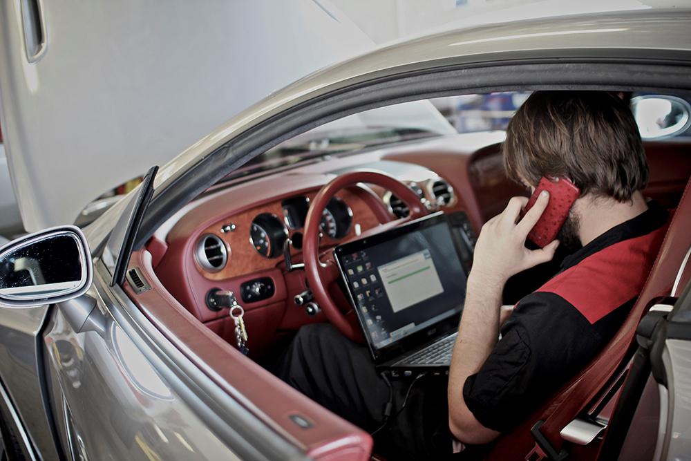 VR Tuned OBDII ECU Tuning Dealer Kit 2 - 25 Cables
